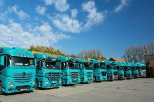 LKW Flotte auf dem Firmengelände